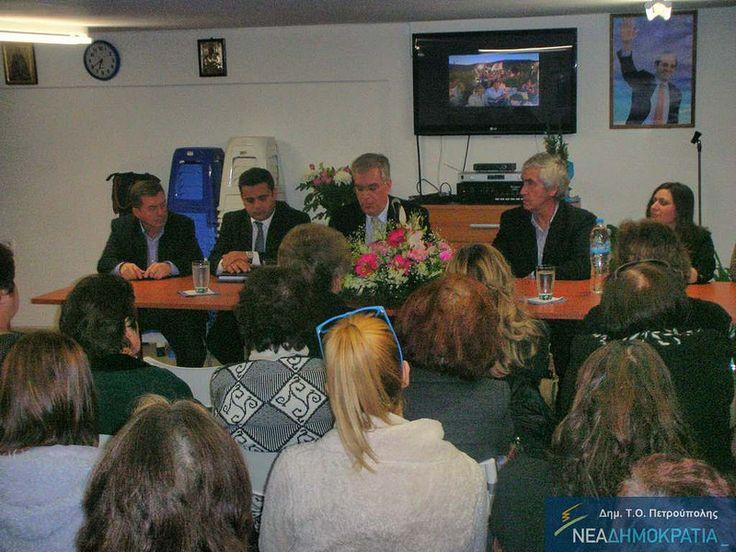 Δευτέρα 17 Μαρτίου 2014 πραγματοποιήθηκε στην ΔΗΜ. Τ.Ο. Πετρούπολης εκδήλωση για την ενημέρωση των γυναικών, για τις μεθόδους πρόληψης του καρκίνου του μαστού καθώς και την έγκαιρη διάγνωσή του. Εισηγητής στην εκδήλωση ήταν ο Βουλευτής Ν.Σερρών Μενέλαος Χ. Βλάχβεης – Καρδιοχειρουργός – Θωρακοχειρουργός – Διδάκτορας Ιατρικής με εξειδίκευση σε θέματα μαστού.