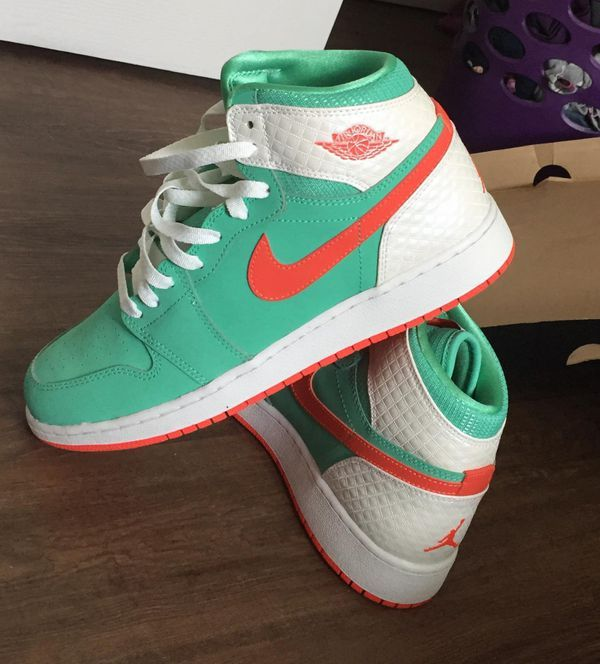 Nike youth shoes 8y for Sale in
