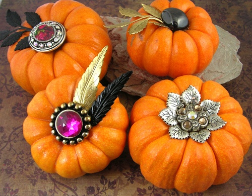 If you have a harvest of leftover beads, vintage metals, found objects and odds and ends tucked away somewhere, it's time to bring it all out and start getting creative! Love this!: Fall Decor, Leftover Beads, Minis Dog Qu, Decor Pumpkin, Minis Pumpkin, Vintage Metal, Bejewel Pumpkin, Pumpkin Patches, Bling Pumpkin