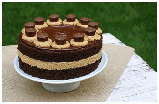 Must...make...Chocolate Cake..Fluffy Peanut Butter...PB Cups....mmmmmm  (Chocolate Cake with Fluffy Peanut Butter Frosting)