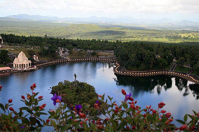Ганга Талао - Кратерное озеро в Маврикии Кратерное озеро, расположенное в уединённом горном районе, в округе Саван Маврикия. Гран-Бассен находится на высоте 549 метров над уровнем моря. Из озера вытекает река Марон