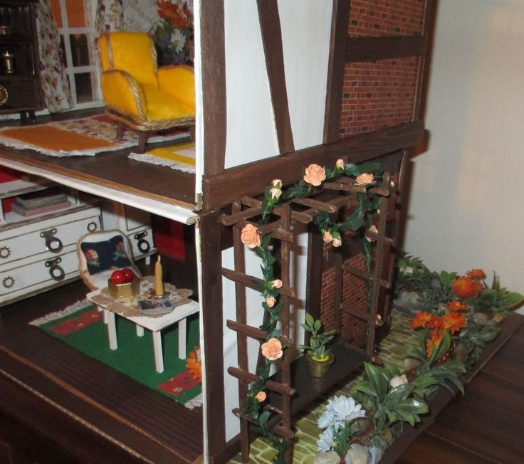 "Midsomer cottage - those pretty climbing roses I ve bought on ""www.in-miniature-com"""