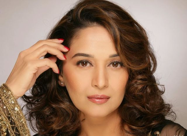 Madhri Dixit Hd Wallpapers Free Download Madhuri Dixit Medium Layered Hair Indian Actress Pics