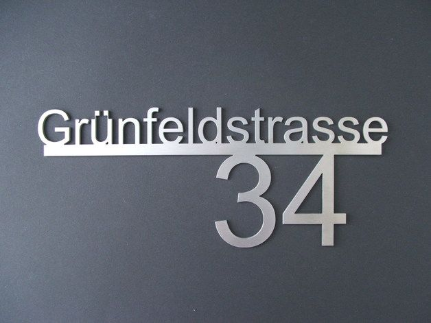 Diese exklusive Hausnummer aus Edelstahl besticht durch Ihre Eleganz und dem tollen Design. Das besondere daran ist, diese Hausnummer wird individuell nach Ihren Wünschen gefertigt, was Ihrem...
