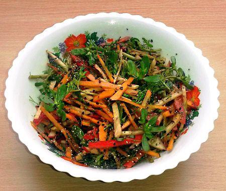 Kövér porcsin-sütőtökös chia magos gyufaszál saláta