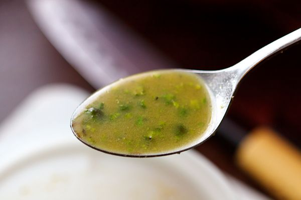 Winterlich-süßes Hiffenmark-Pistazien-Dressing für eher bittere Salatsorten oder leckere Hacksalate mit Nüssen und Trockenfrüchten.