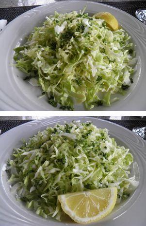 Santorinin ettem ilyen salátát valahol Thérában, és igen, nézve a naplementét, de nem ittam ouzót, de az ásványvíz majdnem olyan drága volt…Hozzávalók.- egy kis fej…