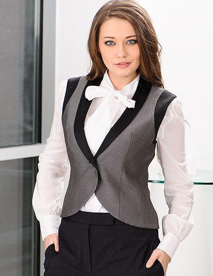жилет с белой блузкой и классическими брюками