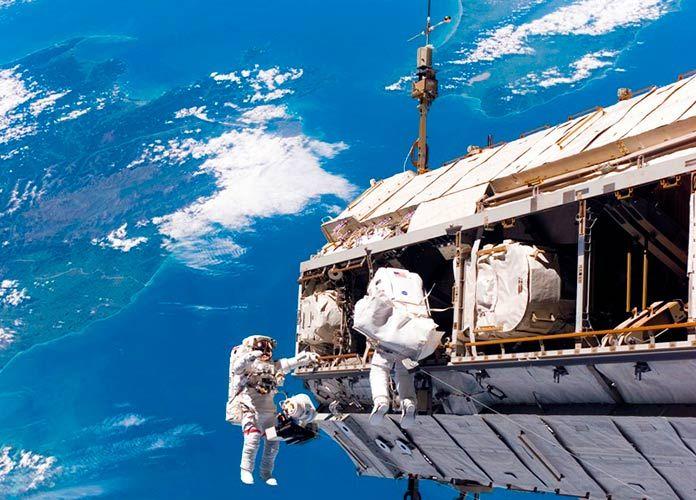 Con Un Laboratorio Del Tamaño De Una Nevera Portátil La Nasa Creará En El Espacio El Cubo De Hielo Cuán Space Station Nasa Photos International Space Station