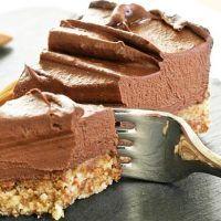 Aceste creme pufoase pot fi folosite la diferite deserturi de casă: torturi, rulade, prăjituri cu foi, eclere, fursecuri, tarte, pandișpan, diplomat, albă-ca-zăpada.
