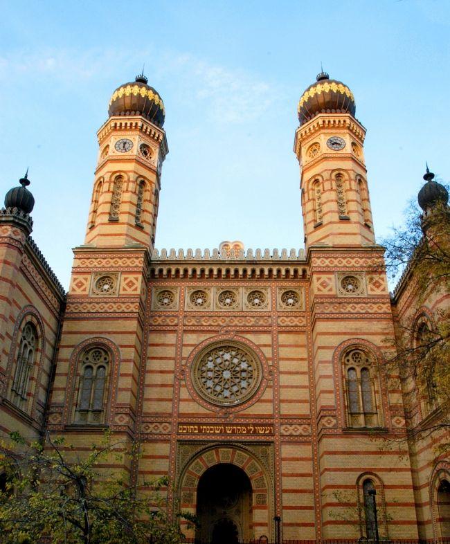 Dohány  Street Synagogue - Jewish Museum    http://www.iranymagyarorszag.hu/dohany_utcai_zsinagoga-zsido_muzeum/I200343/