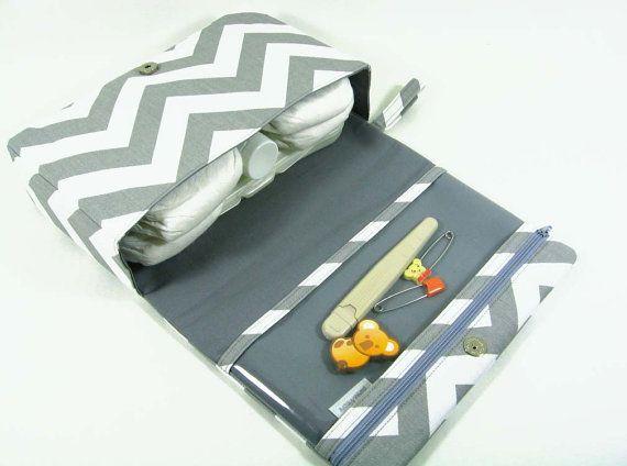 Pañalera de Chevron, embrague del pañal, bolso del pañal gris con bolsa de la cremallera claro, regalos de bebé