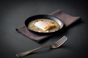 Pavés de bar, bouillon de truffes, purée de potimarron aux noisettes | Atelier Poisson