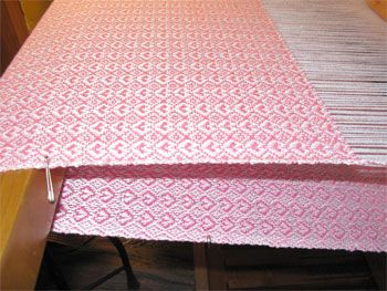 handwoven-baby-blankets-pink-hearts