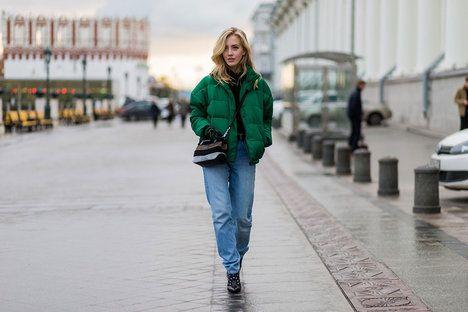 Je na vás, jestli si vyberete kratší bundu, nebo třeba i kabát až na zem, hlavně pamatujte na extra objem; Profimedia