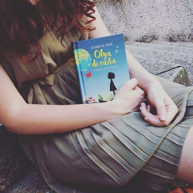 """""""Cosa dovresti dire tu di me, che sono così.."""" """"Così?"""" """"Bè..."""" """"Bè?"""" """"Sono diversa!"""" """"Siamo tutti diversi in questo mondo."""" 🌿 Ph: @mattia_winters_photo  #olgadicarta #libri #libribelli #libridaleggere #lettura #letture #leggere #leggendo #ioleggo #ioleggoperché #romanzo #romanzi #libriovunque #librisulibri #ragazzaitaliana #bloggeritalia #italiainlettura #librichepassione #amoleggere #amoilibri #instalibri #igerslombardia #ioamoleggere #capellirossi #elisabettagnone #salani #salanieditore #..."""