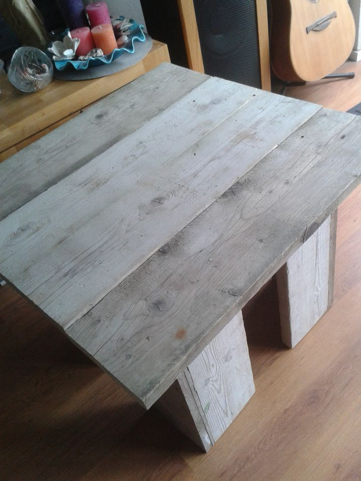 Tafel gebruikt steigerhout.