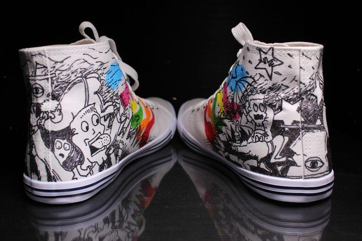 Scarpe Personalizzate in stile fumetto, con colori e disegno cartoon.
