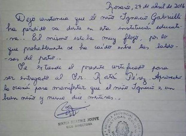 Una profesora escribe un certificado para el Ratoncito Pérez y revienta el Internet por la buena vibra.