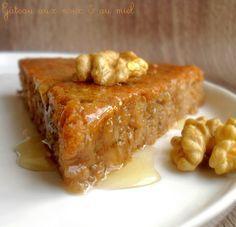 Ce gâteau est trooop bon! Moelleux, fondant, un léger goût de citron et cannelle et généreusement recouvert de miel tiède... Je le referais sans hésiter. Si vous avez envie d'un dessert à base de noix, ne cherchez plus, c'est celui-là qu'il vous faut!...