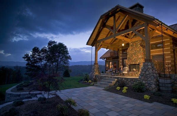 Log Home In Mountain City Tennessee - nice covered patio