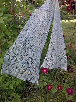 A simple lace design that will complement any outfit characterizes this knit scarf pattern. You can wear this knit lace scarf any time you want to add a bit of elegance to your look.  Read more at http://www.allfreeknitting.com/Knit-Scarves/Favorite-Lace-Scarf#yVQTUmULKoLoomxO.99