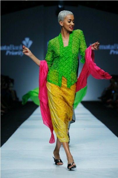 Kebaya cantik shocking color.Dare to be different.Jakarta Fashion Week 2015: BIN House