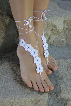 Playa zapatos de boda, idea de regalo blanco de ganchillo descalzo sandalias, joyería nupcial Sexy Yoga, Dama de honor. Sandalias de playa boda blanco Barwfoot. Variante ideal para playa, piscina, yoga o el hogar. Son ideales para bodas y fiestas en la playa. Regalo de vacaciones agradable para la mujer que le encanta la playa. También será un regalo maravilloso de Dama de honor. 100 % algodón Color: blanco Por favor no copiar! Esta es mi propia designe. Lavado a mano o máquina de lavar...