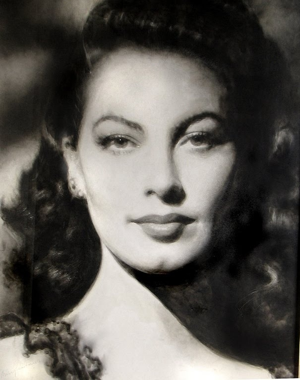 Ava Gardner! I knew her in another life....she made me proud to have a 'butt chin' :P