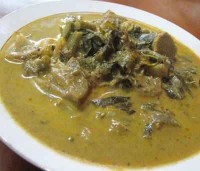 Aceh punya berbagai jenis kari; gulai itik dan gulai ikan tongkol. Tapi yang menarik adalah gulai Plik U. Plik U adalah kelapa yang telah dibusukkan kemudian dijemur. Diberi bumbu jahe dan ketumbar, plus sayur pepaya dan nangka muda... rasanya unik! (Aceh has various kinds of curry, duck coconut curry, cob coconut curry etc. But the interesting one is Plik U. Plik U is created by rotten coconut, dried under the sun, added with ginger and coriander plus other ingredients, what a unique…
