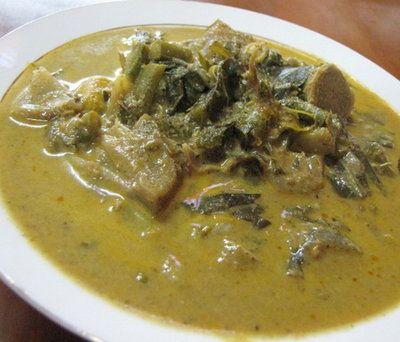 Aceh punya berbagai jenis kari; gulai itik dan gulai ikan tongkol. Tapi yang menarik adalah gulai Plik U. Plik U adalah kelapa yang telah dibusukkan kemudian dijemur. Diberi bumbu jahe dan ketumbar, plus sayur pepaya dan nangka muda... rasanya unik! (Aceh has various kinds of curry, duck coconut curry, cob coconut curry etc. But the interesting one is Plik U. Plik U is created by rotten coconut, dried under the sun, added with ginger and coriander plus other ingredients, what a unique…