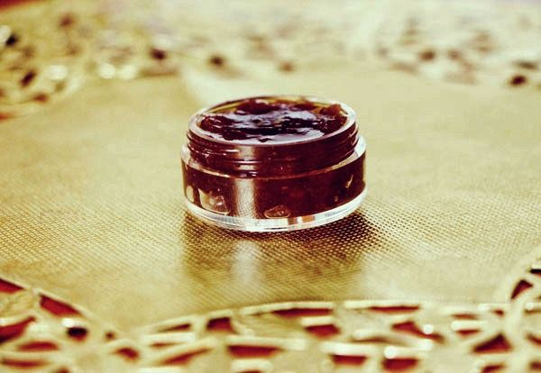 DIY Beauty: Brown Sugar and Vanilla Lip Scrub- this is amazing! I want to eat it! And I probably could