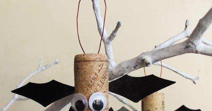 """Как сделать поделку """"летучая мышь"""" на Хэллоуин. Из бумаги и пробок."""