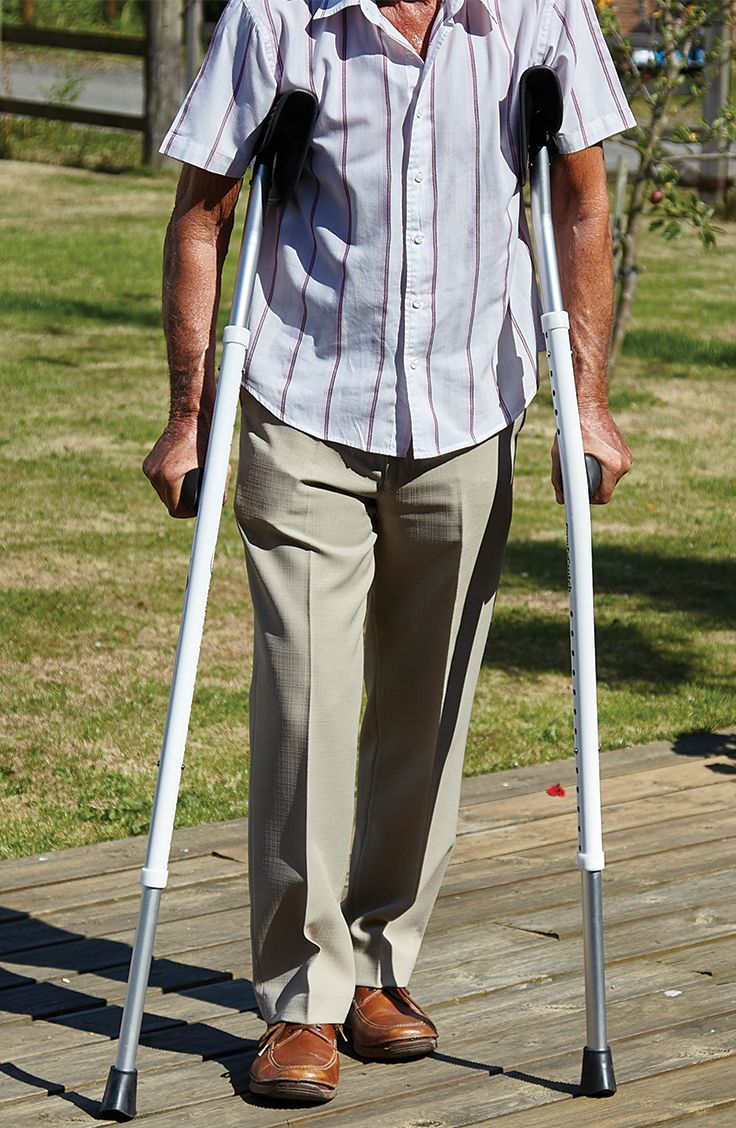 With ergonomically designed handles the ComfyCrutch supports the body in a more comfortable position by allowing you to maintain a more natural shape when walking.
