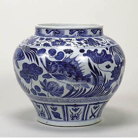 Important Cultural Property. Blue-and-White jar with Fish and Water Plants Design, Yuan Dynasty, 14th Century, h.28.2cm. Gift of SUMITOMO Group, the ATAKA Collection. Acc. No. 10802 © 2009 The Museum of Oriental Ceramics, Osaka