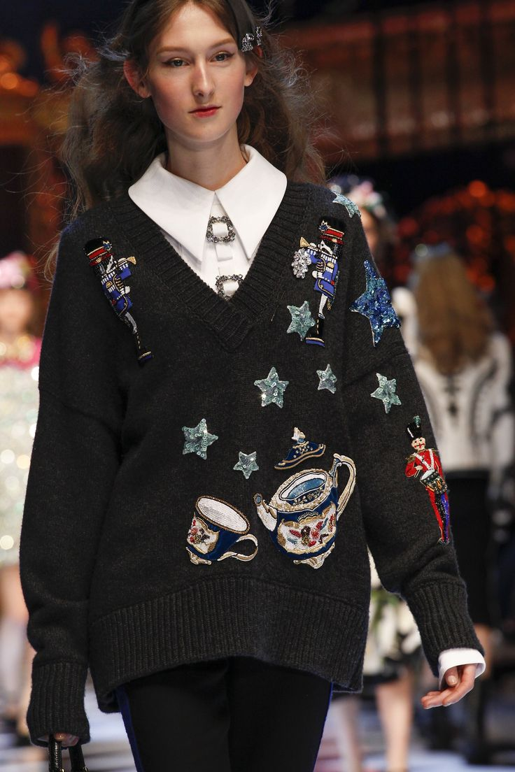 Dolce & Gabbana Fall 2016 Ready-to-Wear Fashion Show Details. Once again, a very 80s look, with patches and brooches scattered liberally.