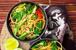 170 calories/7g fat per portionChow mein for under 200 calories? This Chinese meal is made with lots of vegetables and a light soy, rice vinegar and oyster sauce. The egg noodles are included in the calories so you will be nice and full after eating.Get the recipe: Chinese vegetable chow mein