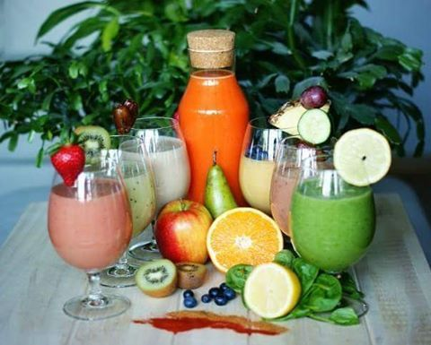 Detoks po świętach 🍏🍋💧🌿 12 przepisów na koktajl 🍹  1) 1/2 natki pietruszki +1/2 ogórka + 1/2 selera + 1 jabłko + 1/2 limonki + 1/2 szkl soku z brzozy 2) garść jarmużu + garść szpinaku + 1 jabłko + 1 korzeń pietruszki + kiwi  3) 1/2 cytryny + 1 ogórek + 1/2 natki pietruszki + 1 łyżeczka spiruliny + 1 łyżeczka otrębów  4) 1/3 ananasa + 1/2 cytryny + garść rzeżuchy + łyżka świeżej mięty + łyżka ziaren garanatu 5) 1/2 selera + 1 pietruszka + garść mięty + 1/2 cytryny + 1 jabłko + 1 ogórek…