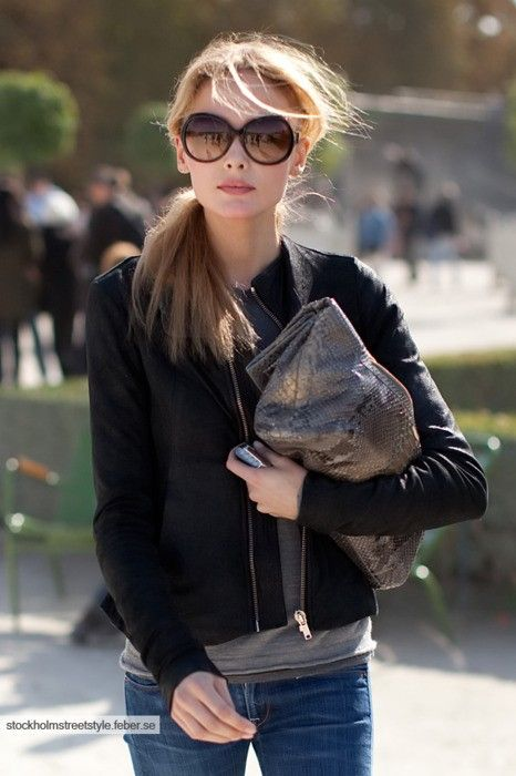 : Messy Ponytail, Messy Hair, Effortless Style, Street Style, Big Sunglasses, Leather Jackets, Jackets Jeans, Ray Ban Sunglasses, Envelopes Clutches