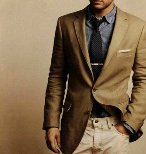 Mens street style tan blazer jacket chambray shirt navy blue tie light beige pants jeans ...