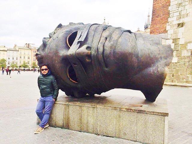 Wounded head in Krakow  Fall'n for you. First glimpse of #krakow #travelgram  #condenasttraveller #travelbloggeres #travelbloggers #atalantaworld #instagram #instapic #instatravel #instaphoto #hotels#travelandleisure #traveller #blogger#cities #pinoy #wonderlust #nature#polandphotos #krakow_gram #thisiskrakow #polandtourism #visitkrakow #poles #poland #polish #adventure #travelgram by madabouttravelling. cities #travelgram #wonderlust #poles #condenasttraveller #atalantaworld #thisiskrakow…