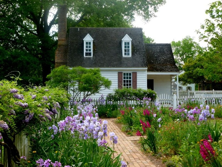 39 best images about colonial on pinterest gardens old for Colonial landscape design