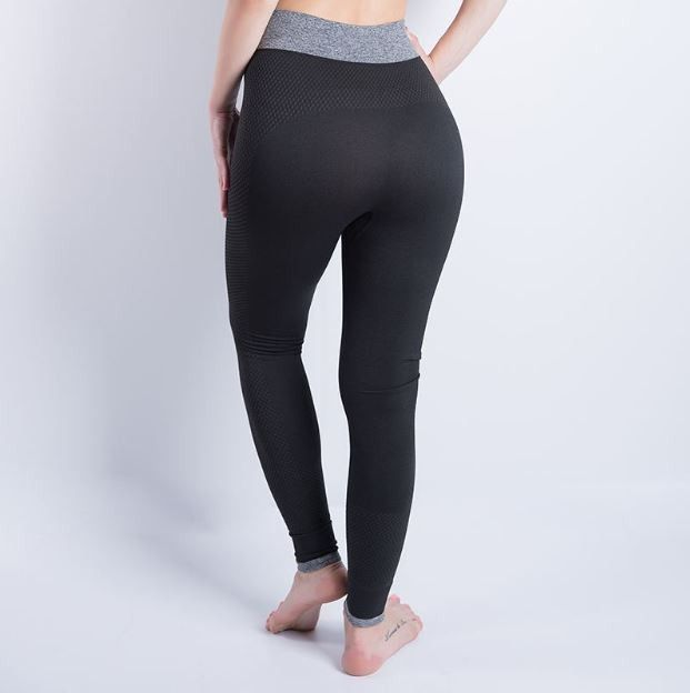 Dámské sportovní pohodlné fitness legíny černé – Velikost L Na tento produkt se vztahuje nejen zajímavá sleva, ale také poštovné zdarma! Využij této výhodné nabídky a ušetři na poštovném, stejně jako to udělalo již velké …