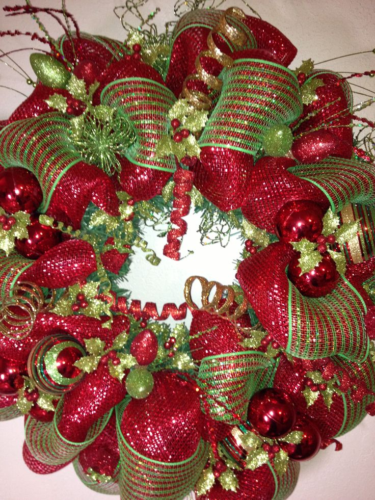 Love this wreath. Would look perfect :))
