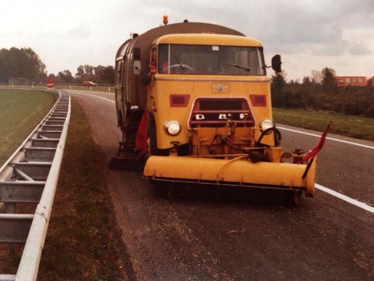 DAF Borstelwagen met rechts stuur