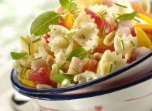 """750g vous propose la recette """"Salade de mozzarella, tomates et pommes fruits"""" notée 4.4/5 par 280 votants."""