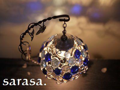 青いガラス玉を使って地球をイメージしたとってもおしゃれで幻想的なステンドグラスのランプワイヤーなどもアレンジして反映された影もアート感あふれる作品ですサイズも...|ハンドメイド、手作り、手仕事品の通販・販売・購入ならCreema。