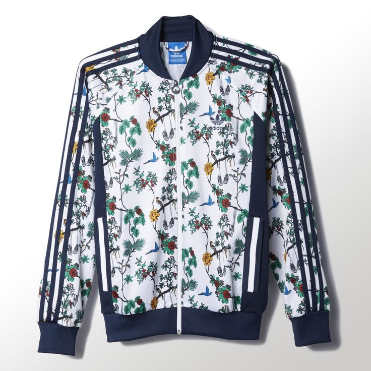 This men's adidas Superstar jacket channels an island vibe with an allover print of tropical plants and animals (with a few adidas Superstar sneakers hiding in the mix). Made in tricot, it comes with authentic adidas Superstar track top details, including a ribbed collar and 3-Stripes sleeves.