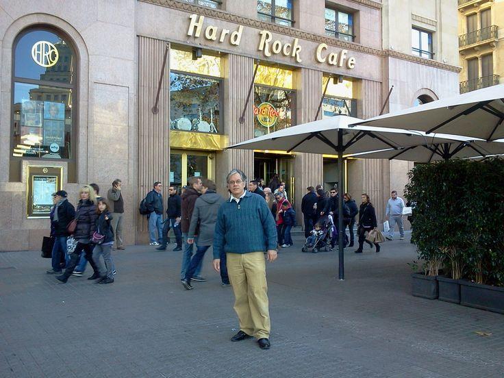 Frente al Hard Rock Café