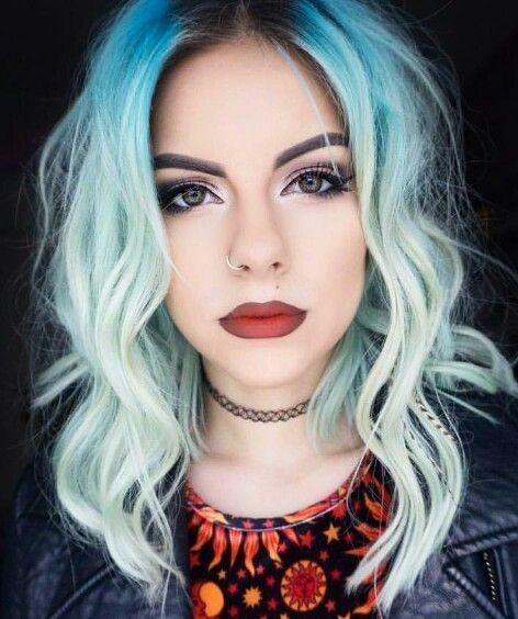 Blue ombre dyed hair color @sophiehannahrichardson